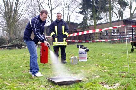 Sicherheitstag - Übung mit Feuerlöschern